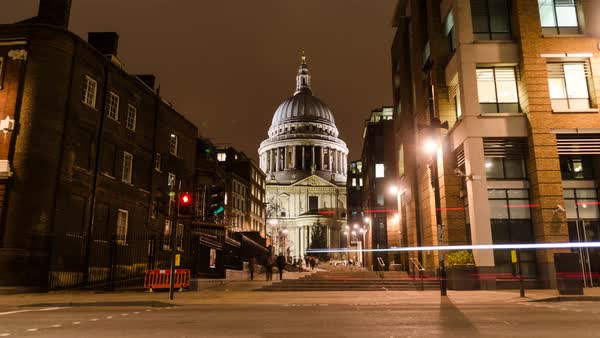 Traffic moves past St Pauls. Royalty-free stock video