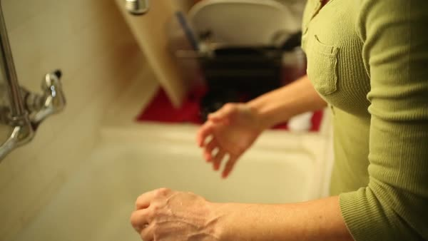 Hand-held shot view of a woman wiping her hands Royalty-free stock video