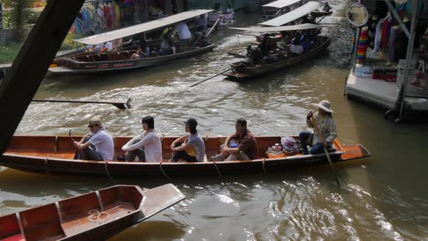 Traders and buyers on boats at Damnoen Saduak Floating Markets, Bangkok,  Thailand, Southeast Asia, Asia stock footage