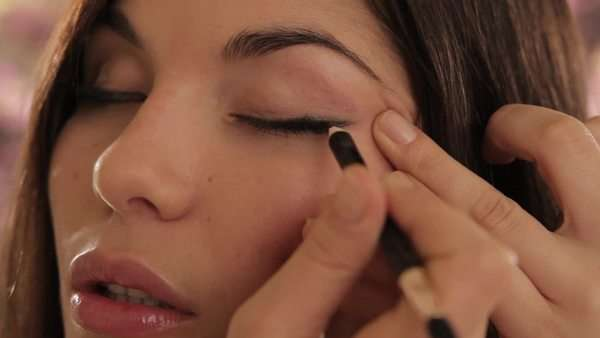 young woman applying eyeliner Royalty-free stock video