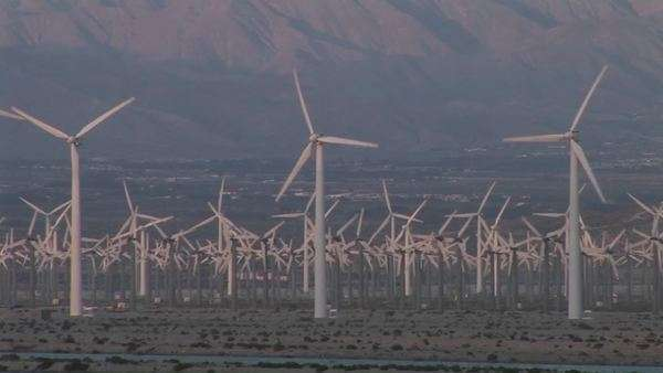 Windmills generate electricity in the California desert. Royalty-free stock video