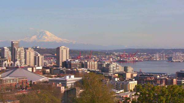 Panning shot of the Seattle skyline on a beautiful clear day. Royalty-free stock video