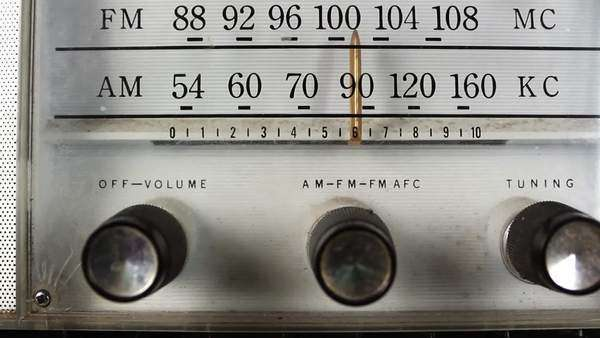 Camera pans down the dial of a vintage radio Royalty-free stock video