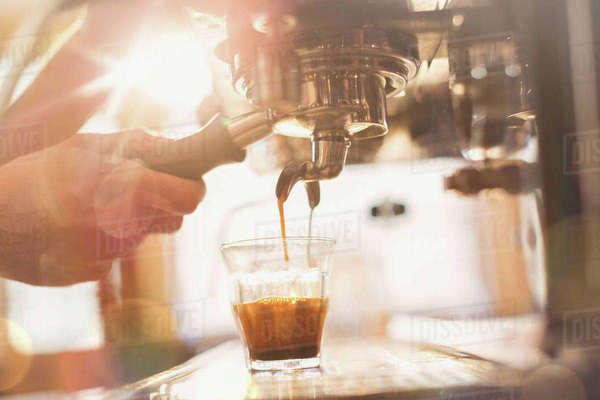 Close up hand of barista using espresso machine in cafe Royalty-free stock photo