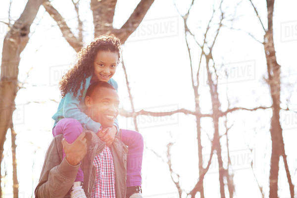 Daughter (6-7) sitting on father's shoulders Royalty-free stock photo