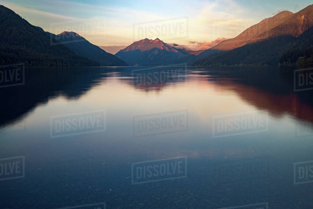 Sunset on Lake Crescent with Mountains in background Royalty-free stock photo