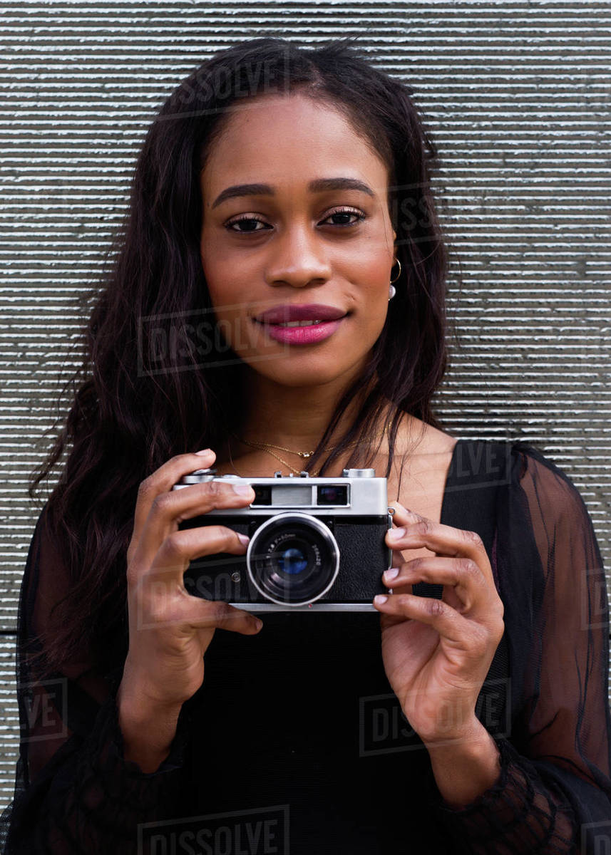 Head portrait of a young African-American woman posing with a ca Royalty-free stock photo