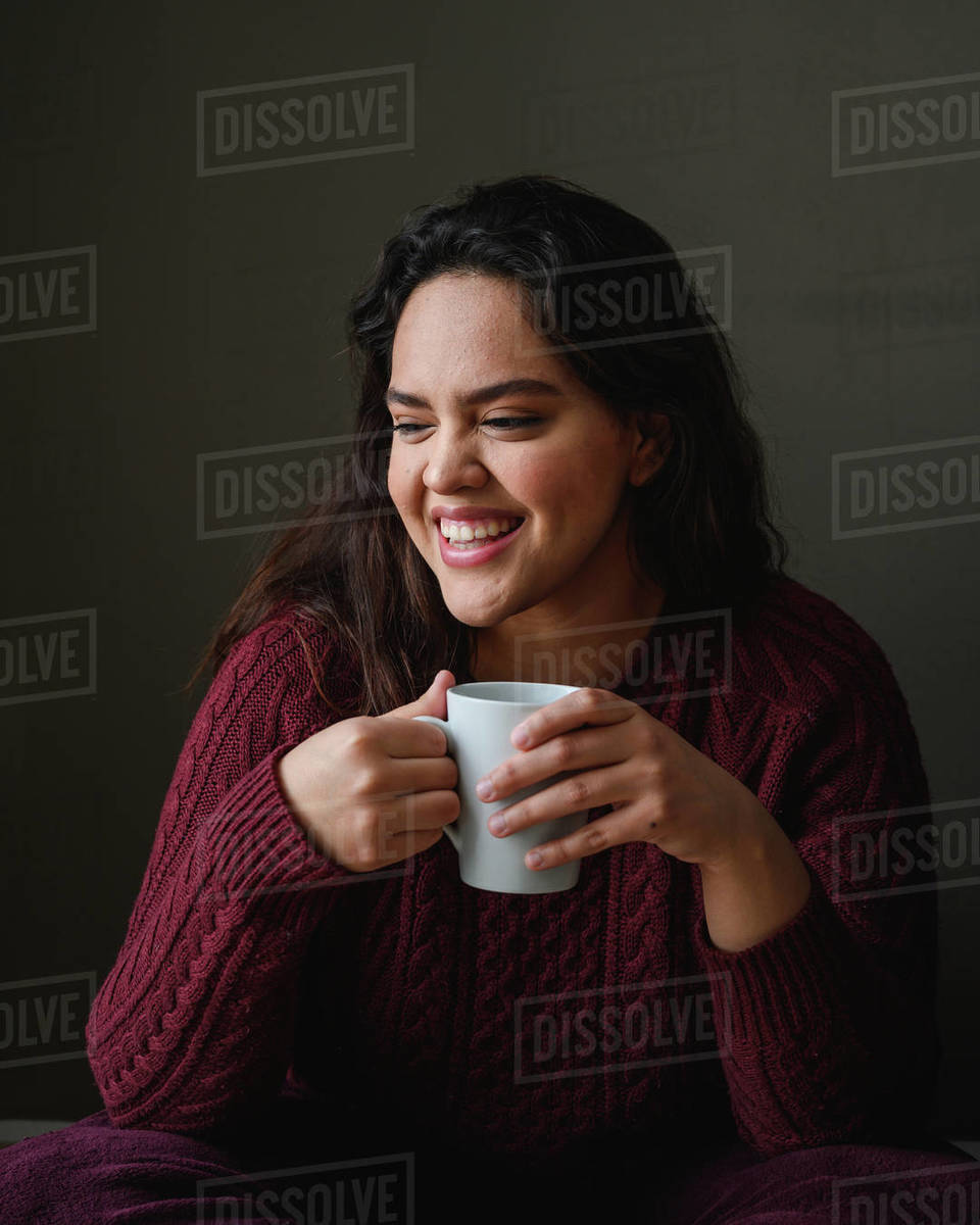 Close shot of a beautiuful young brunette woman drinking tea at home Royalty-free stock photo