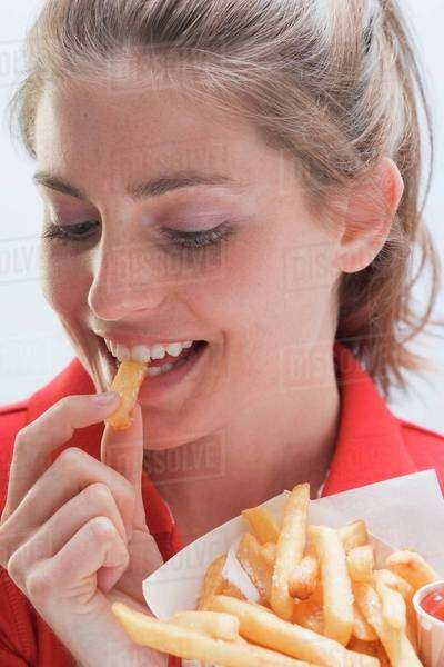 Young woman eating a bag of chips Royalty-free stock photo
