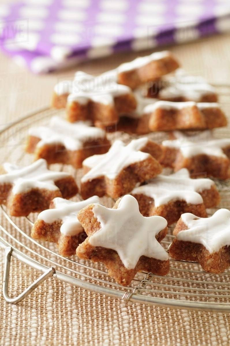 Star Shaped Cinnamon Biscuits On A Cooling Rack Stock Photo