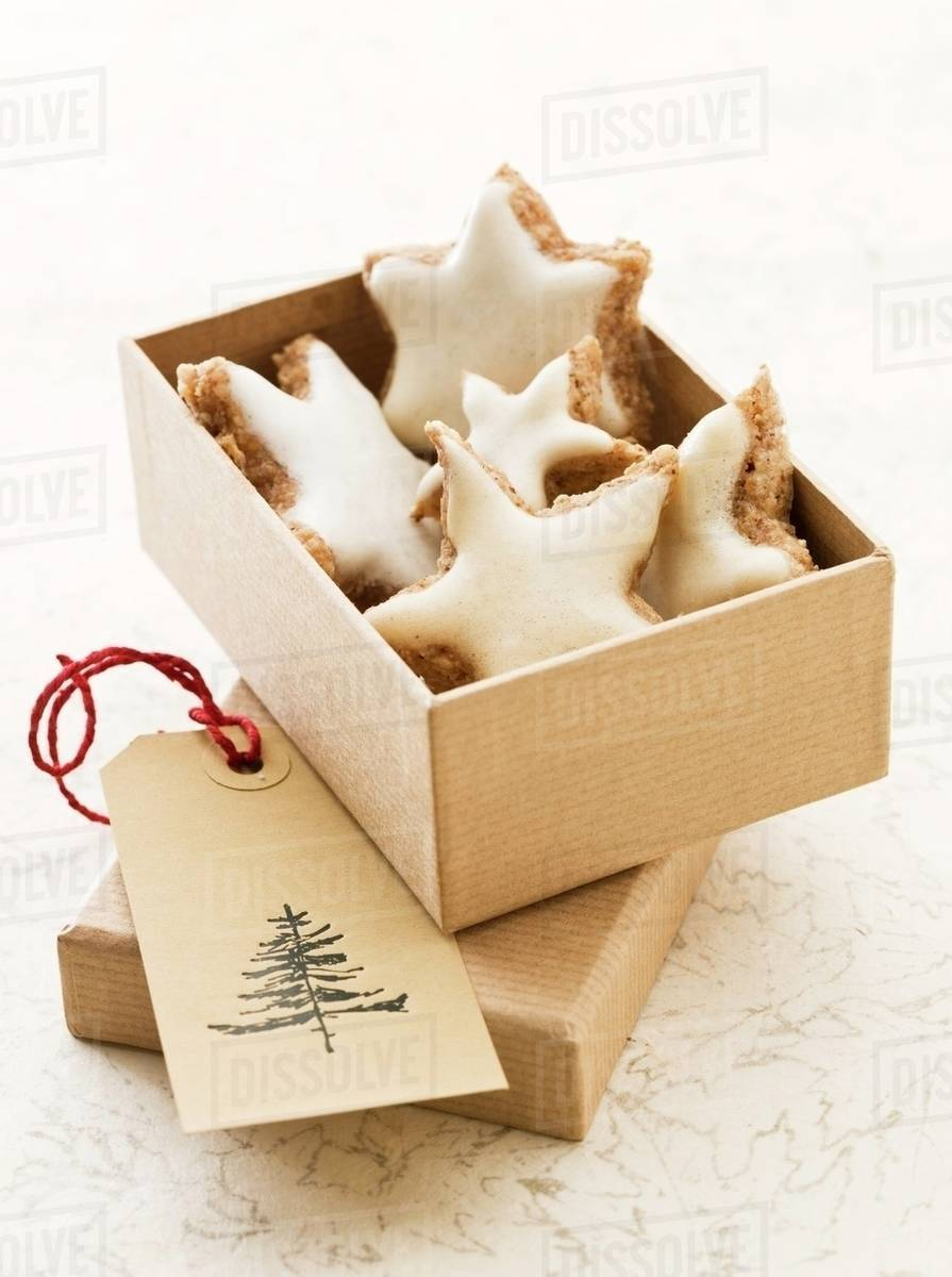 Star Shaped Cinnamon Biscuits In A Box As A Gift Stock Photo