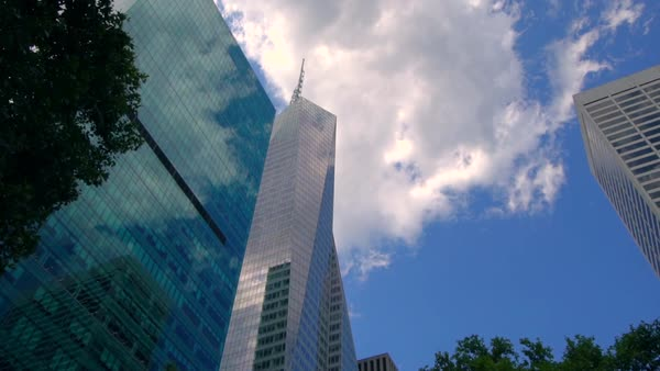 Hand-held shot of skyscrapers in New York City Royalty-free stock video