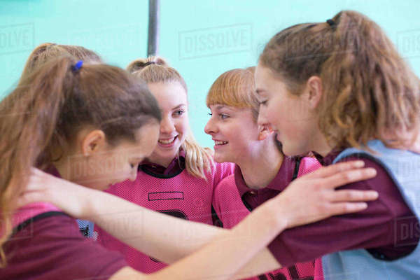 High school students talking in huddle before volleyball game Royalty-free stock photo