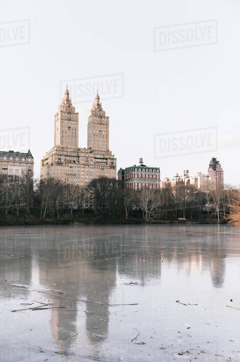 Skyline, trees at river/lake during Autumn in Central Park, N Royalty-free stock photo
