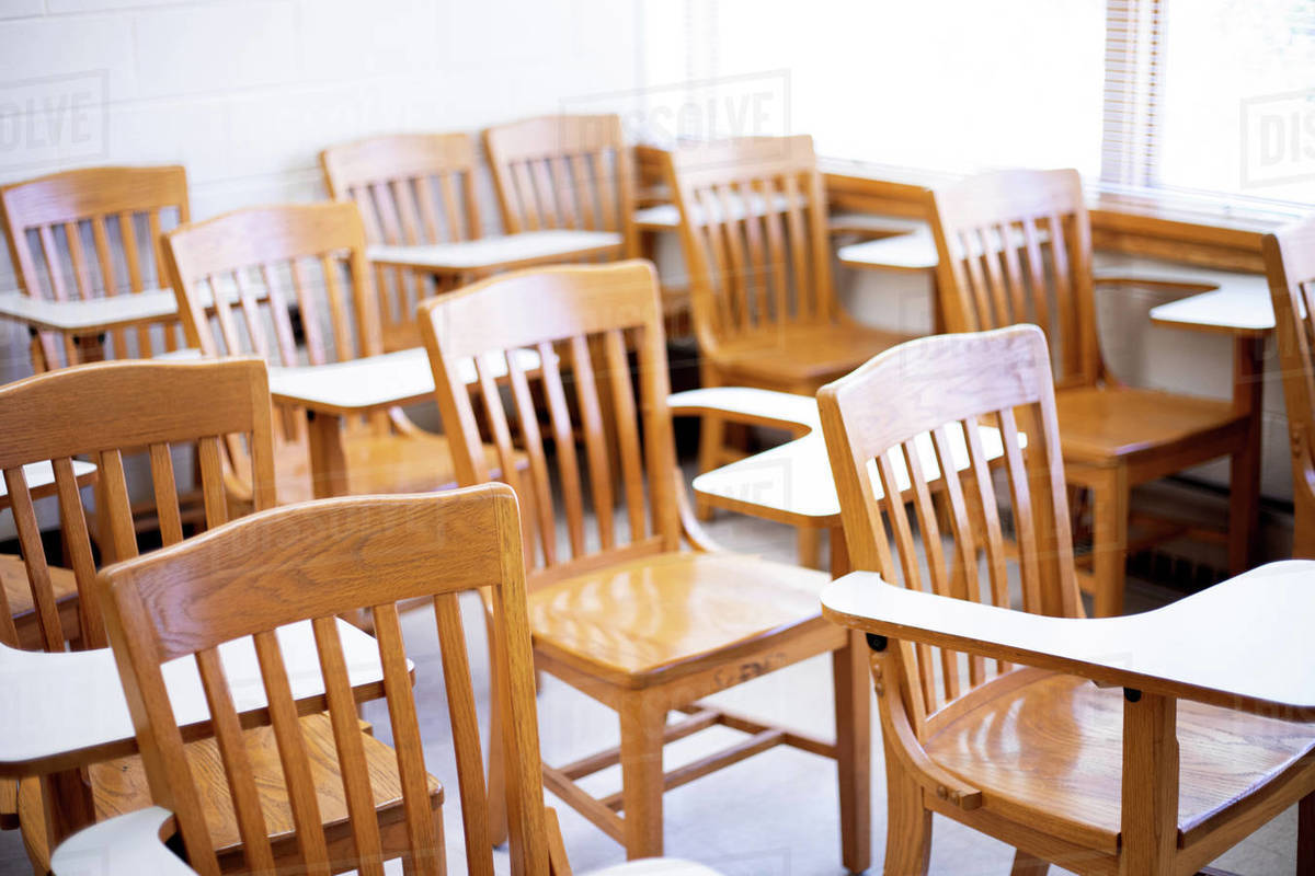 Empty desks in a classroom Royalty-free stock photo