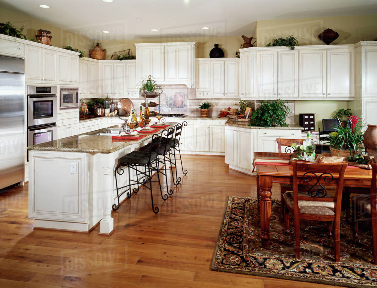 Large Contemporary Kitchen With Breakfast Bar D145 203 336