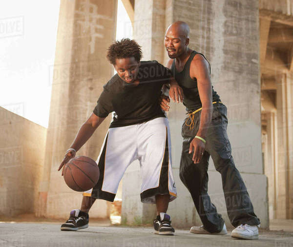 African father playing basketball with son Royalty-free stock photo