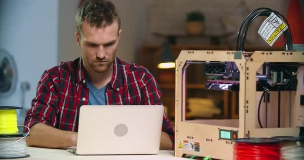 Concentrated young man operating 3D printing machine Royalty-free stock video