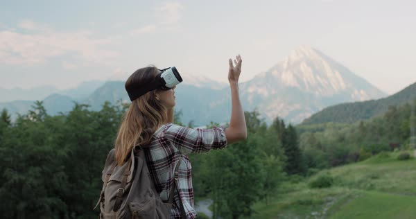 Young woman hiker wearing virtual reality headset in mountains Royalty-free stock video