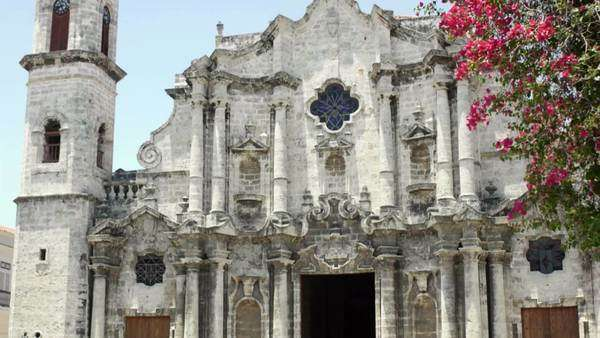 Details of Havana, Cuba. View of the baroque cathedral Royalty-free stock video
