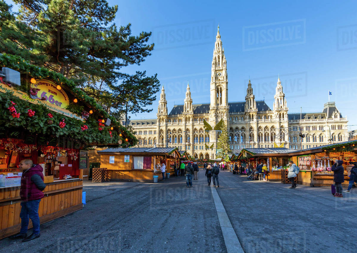 Christmas In Austria.View Of Rathaus And Christmas Market In Rathausplatz Vienna Austria Europe Stock Photo