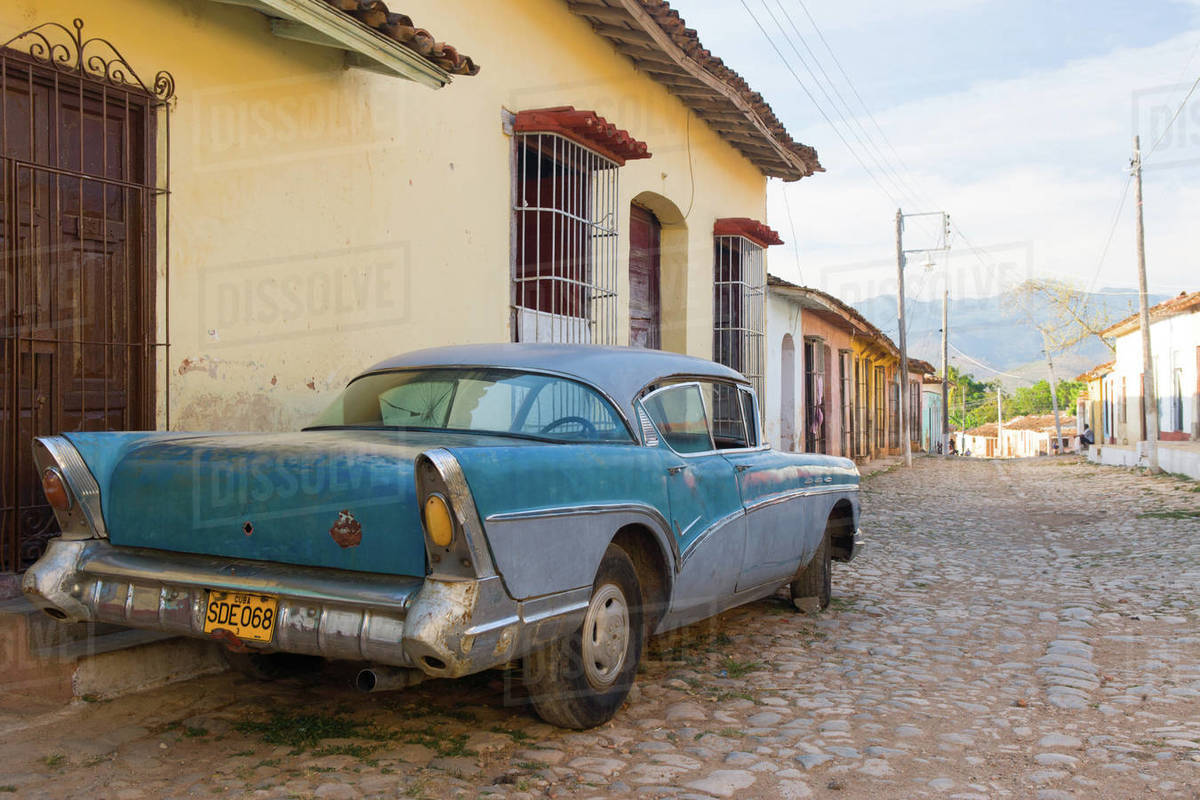 Old car parked on cobbles, Trinidad, UNESCO World Heritage Site, Sancti Spiritus, Cuba, West Indies, Caribbean, Central America Royalty-free stock photo