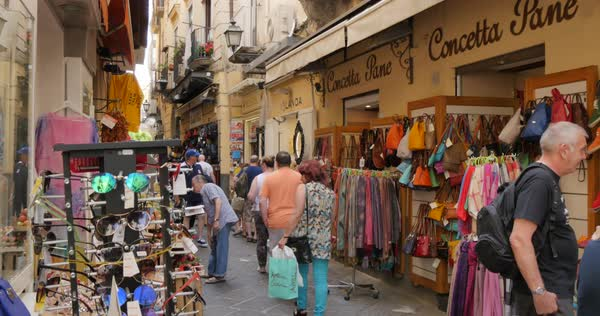 Souvenir shops and restaurants, Costiera Amalfitana (Amalfi Coast ...
