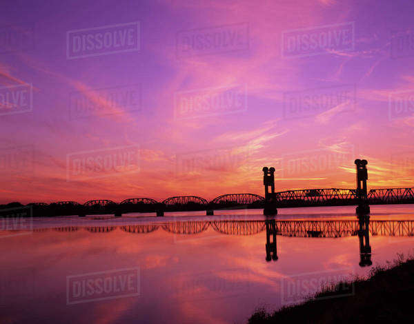 WA, Pasco-Kennewick, Train Bridge over Columbia River at sunrise Royalty-free stock photo