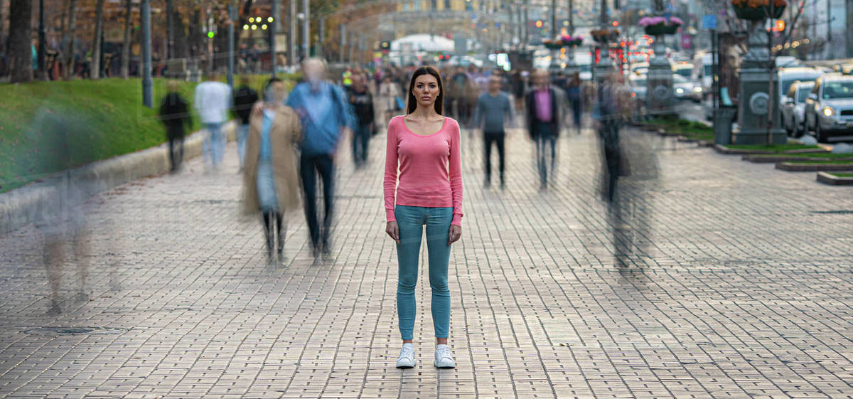 The young girl stands on the crowded urban street Royalty-free stock photo
