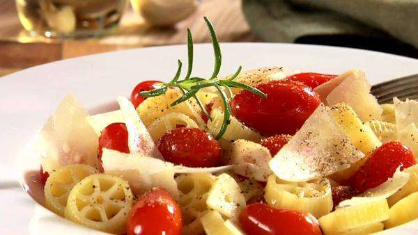 Rotelle with cherry tomatoes and Parmesan Royalty-free stock video