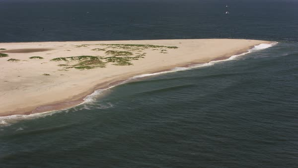 Flying up Sandy Hook beach towards New York City.   Royalty-free stock video