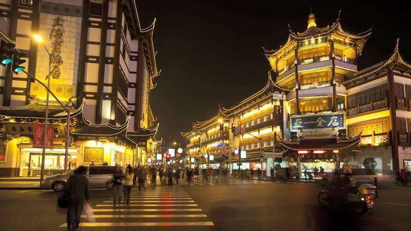 Timelapse Yuyuan Bazaar district at night, Shanghai, China Royalty-free stock video