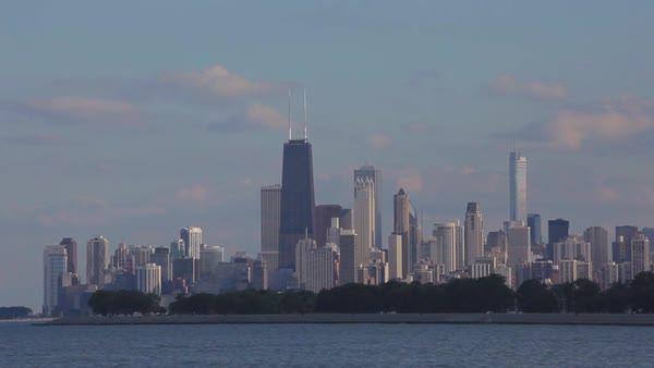 Establishing shot of the city of Chicago skyline. Royalty-free stock video