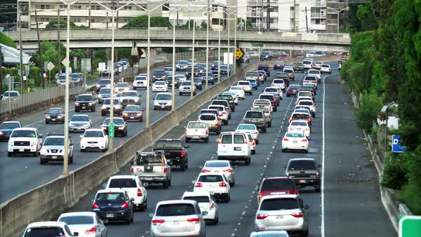Morning eastbound traffic on the H-1 Freeway in Honolulu, Hawaii Royalty-free stock video