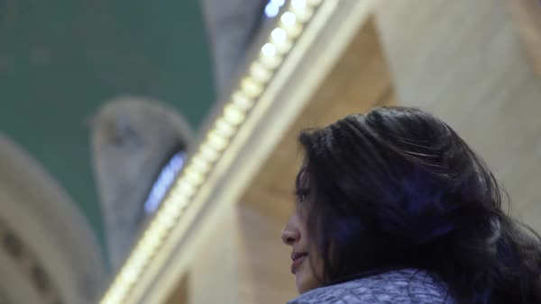 Gimbal shot of a woman looking around in Grand Central Station Royalty-free stock video