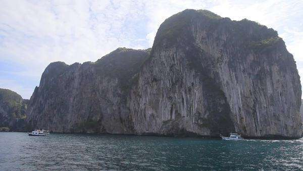 Boating past Thailand ocean cliffs - Stock Video Footage