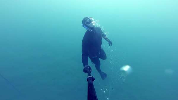 Freediver resurfacing after a deep (20m) dive Royalty-free stock video