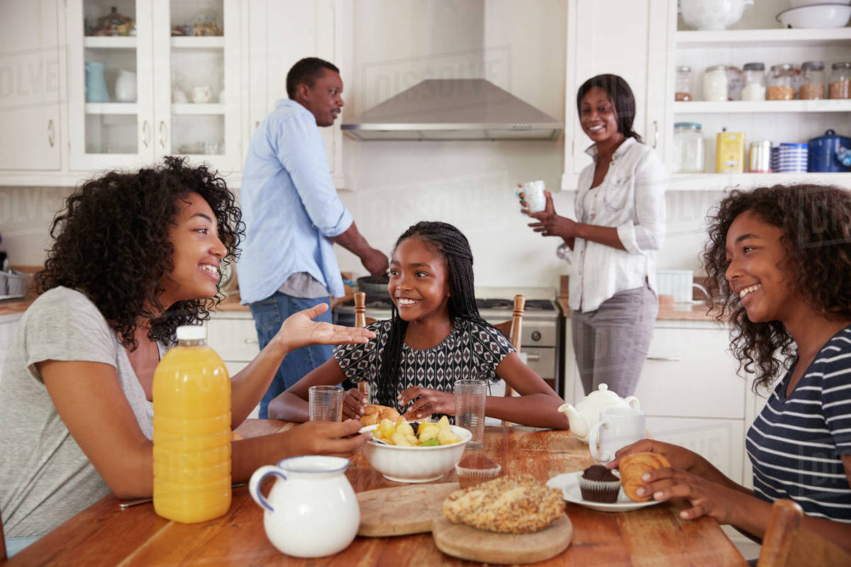 family eating breakfast - HD 1200×800
