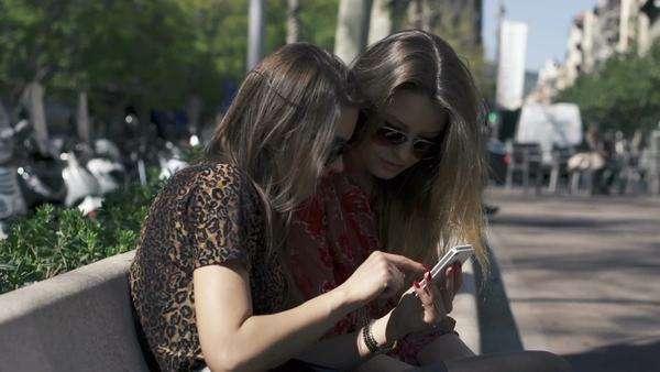 Girlfriends talking, gossip in the city, super slow motion