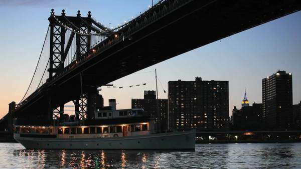 Boat going under the Manhattan Bridge Royalty-free stock video