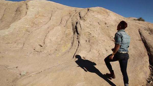 Slow motion man on vazquez rocks Royalty-free stock video