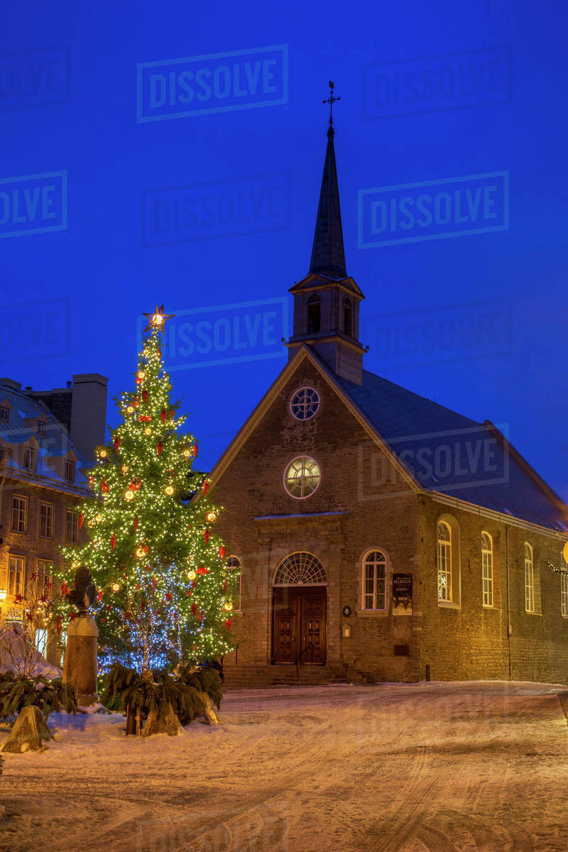 Lower Town decorated for Christmas, Church Notre-Dame des Victoires ...