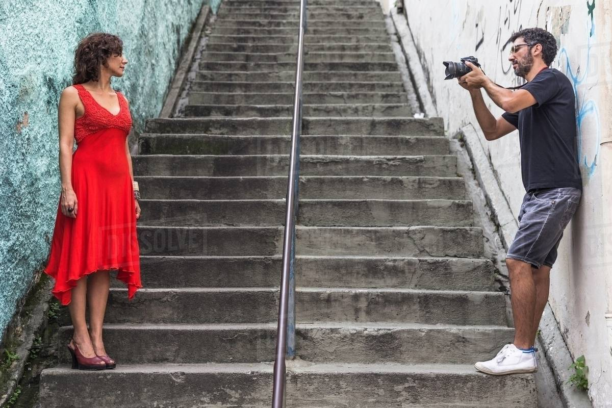 Behind the scenes of an urban fashion shoot with female D943_2_976