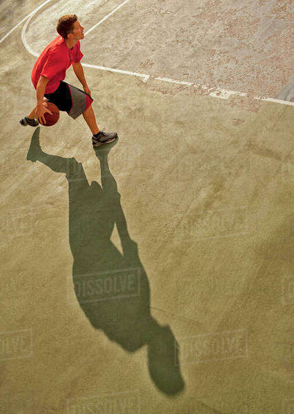 Man playing basketball on court Royalty-free stock photo