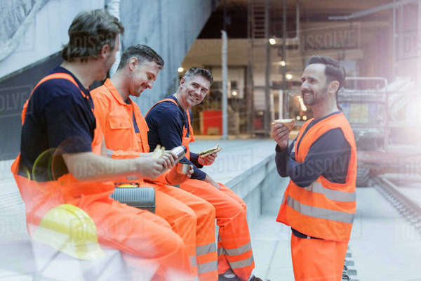 Construction workers eating lunch at construction site Royalty-free stock photo