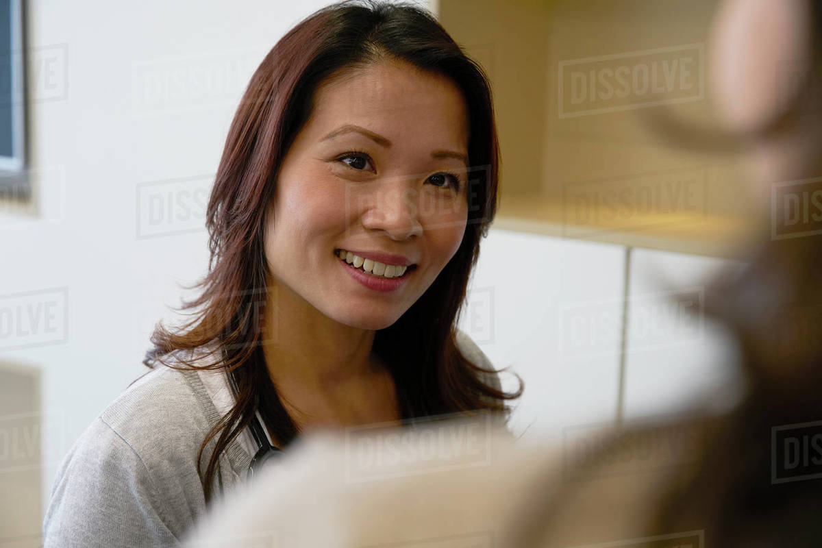 Smiling businesswoman talking with colleague Royalty-free stock photo